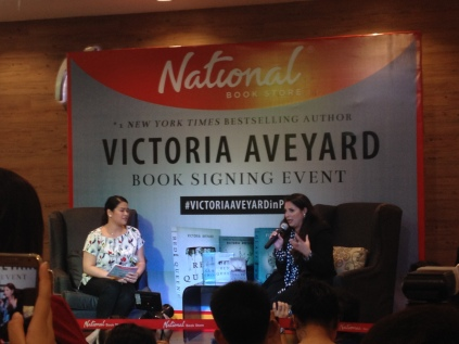 Victoria Aveyard's book signing|| ariannewritesstuff.wordpress.com